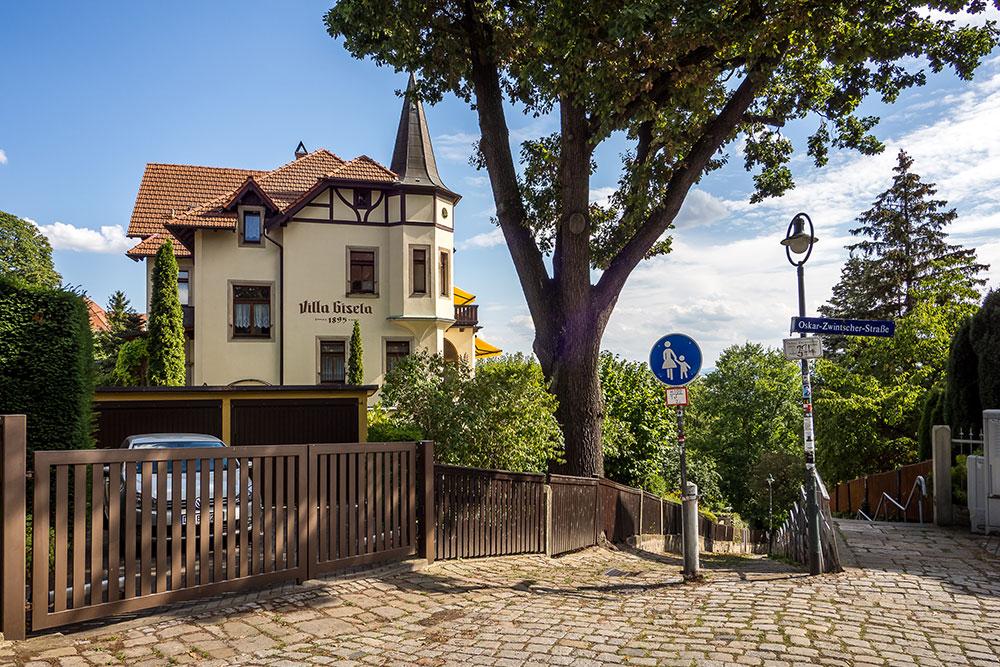 Residenzstadt Dresden - Brühlsche Terrasse mit Dampfern auf der Elbe